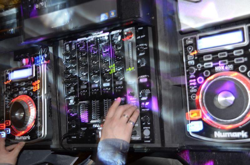DJ mieten & vermieten - DJ + Musikanlage & Licht für 200 Pers. mit Termingarantie in Dürnau