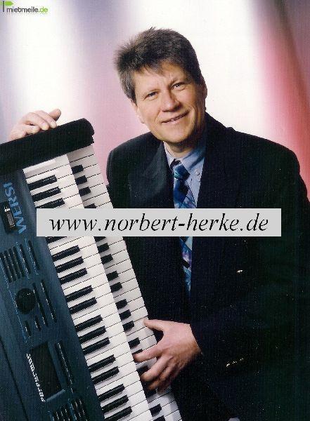 Alleinunterhalter mieten & vermieten - Alleinunterhalter & DJ mit Karaoke in Rüdesheim am Rhein