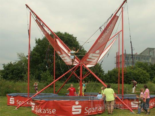 Trampoline mieten & vermieten - Bungee-Trampolin inkl. 2 Eventbetreuer (6 Std.) in Augustdorf