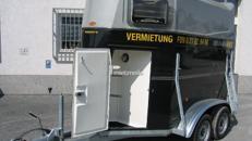 Pferdetransporter für 2 Pferde mit Sattelkammer