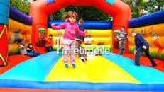 Große Hüpfburg für Kinder mit Seitenwänden