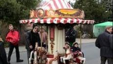 Mini Kinderkarussell Nostalgie Pferdchenkarussell