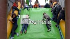 aufgeblasene Hindernisbahn mit Kletterelementen