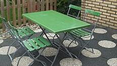 Rustikale Brauerei Stühle und Tische