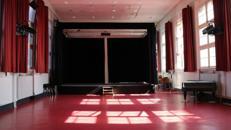 190 m² Saal mit Bühne
