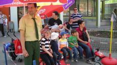 Kinderverkehrsgarten mit Ampel und Verkehrszeichen