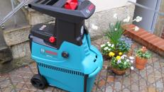 Bosch Walzen Häcksler bis 45 mm Aststärke