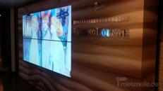 integrierte Medienwand mit Splitmonitoren