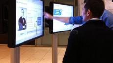 """42"""" Touch-Screen mit Bodenständer für Messe mieten"""
