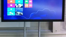 "84"" Touch-Screen Monitor als interaktive Tafel mieten"