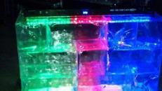 Eisbar aus Acryl mit LED Beleuchtung mieten