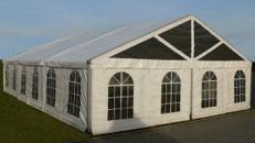 VIP- Zelt für bis zu 187 Personen 10 x 15 m