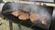 BBQ Smoker Catering Spare Ribs Pulled Pork Burger Brisket Lachs