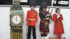 Spitze des Big Ben Towers, Big Ben, Königlicher Gardesoldat, Dudelsack Spieler, Musiker, Buckingham Palace, Beefeter
