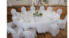 Hochzeittisch oval mit Tischdecke (17 Personen)