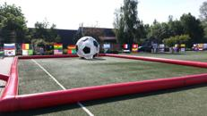 Riesenlaufball - Zorb in Fußballoptik mieten