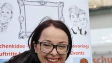 Schnellzeichnerin und Karikaturustin LUCY HOBRECHT