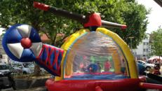 Hubschrauber, Hüpfen und Bällebad