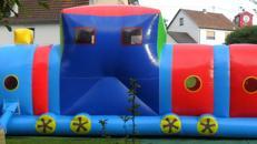 Lokomotive mit Rutsche
