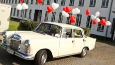 Hochzeitsfahrten mit dem Oldtimer Mercedes Heckflosse