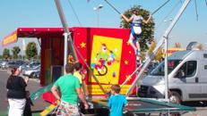 Circus Abenteuer Spielmobil mit Bungee-Trampolin