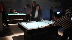 BILLARD TISCH / POOL / CARAMBOLAGE / SNOOKER / BILLIARD