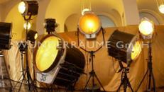 100 Filmscheinwerfer Nostalgie; einmalig, WUNDERRÄUME GmbH vermietet: Dekoration / Kulisse für Event, Messe, Veranstaltung, Incentive, Mitarbeiterfest, Firmenjubiläum
