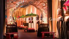 Bank, rot - WUNDERRÄUME GmbH vermietet: Dekoration/Kulisse für Event, Messe, Veranstaltung, Incentive, Mitarbeiterfest, Firmenjubiläum