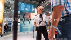Sicherheitskontrolle mit Torpersonal - WUNDERRÄUME GmbH vermietet: Dekoration/Kulisse für Event, Messe, Veranstaltung, Incentive, Mitarbeiterfest, Firmenjubiläum