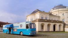 Der blaue Bus - Korkenknallen nach der Trauung - Sektempfang sorgenfrei