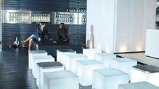 Loungemöbel Set / Sitzgruppe / LoungeTische / Lounge Cube / Lounge Sitzwürfel / Lounge Bar / Beleuchtete Lounge Möbel / Akku LED