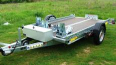 Absenkbarerer Motorradanhänger 1500 kg gebremst / mit Stoßdämpfern 100 km/h - mit elektrischer Fernbedienung