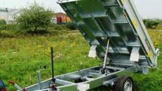 Rueckwaertskipper Hochlader 1800 kg gebremst / 100 km/h - Ladeflaeche: 2300 x 1510 x 360 - Nutzlast ca. 1350 kg