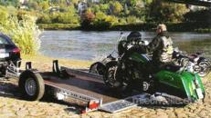 WOM absenkbarer Motorradanhänger 1500 kg gebremst mit Stoßdämpfern 100 km/h