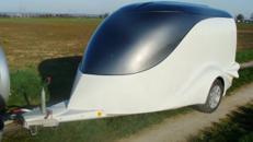 Silbermine in silbermetallic Motorrad Anhänger Excalibur Anhänger S 1 / 1300 kg gebremst 100 km/h geschlossener Motorradanhänger Luxus