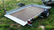 Free Willy CAR absenkbarer PKW Transporter 1500 kg gebremst mit Stoßdämpfern 100 km/h Autotransporter für Kleinwagen