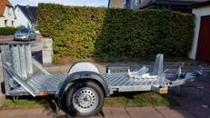 Verleihe Motorradanhänger mit breiter Auffahrrampe