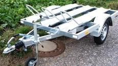 2er Motorradanhänger 850 kg gebremst Stoßdämpfer / 100 km/h