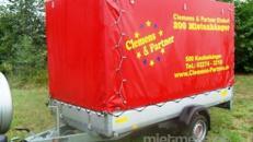 Planenanhänger gebremst 1500 kg mit Stehhöhe – 100 km
