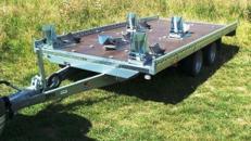4er bis 5er Motorradanhänger 2700 kg gebremst mit Stoßdämpfern   extra breit – 100 km/h