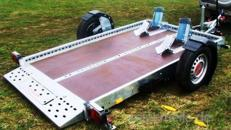 Absenkbarer 2er Motorradanhänger 1300 kg gebremst / mit Stoßdämpfern 100 km/h extra breit
