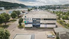 Leicht andienbare Hallenflächen mit Lastenaufzug in Heidenheim
