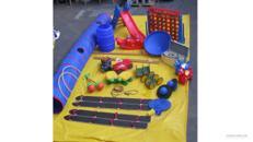 Spielgerätepaket / Bobbycar / Pedalo / Stelzen / Tunnel / Rutsche / Tauziehen / Rasenski / Spielkreisel / Hüpfpferde / Krokodilwippe / Spielfass / Balancierbrett / Hula-Hoop-Reifen