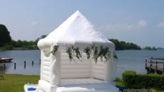 Hüpfburg Wedding die weiße Hochzeitshüpfburg mieten in S-H