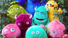Plüsch-Monster in verschiedenen Größen und Farben