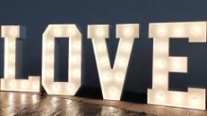 LOVE Leuchtbuchstaben XXL 1,20m Buchstaben mieten für Hochzeit Hüpfburg Verleih Montabaur