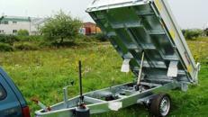 Rückwärtskipper Hochlader 1800 kg gebremst Handpumpe / 100 km/h