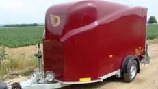 GfK Kofferanhänger mit Rampe + Seitentüre Debon abschließbar 1300 kg gebremst / 100 km/h