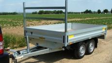 Offener Kastenanhänger Hochlader 2000 kg gebremst – alle Seiten zu öffnen mit Leitergestell für lange Güter – 100 km/h