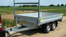 ZOMBI 20 (Doppelachser)  Offener Kastenanhänger Hochlader 2000 kg gebremst – alle Seiten zu öffnen mit Leitergestell für lange Güter – 100 km/h